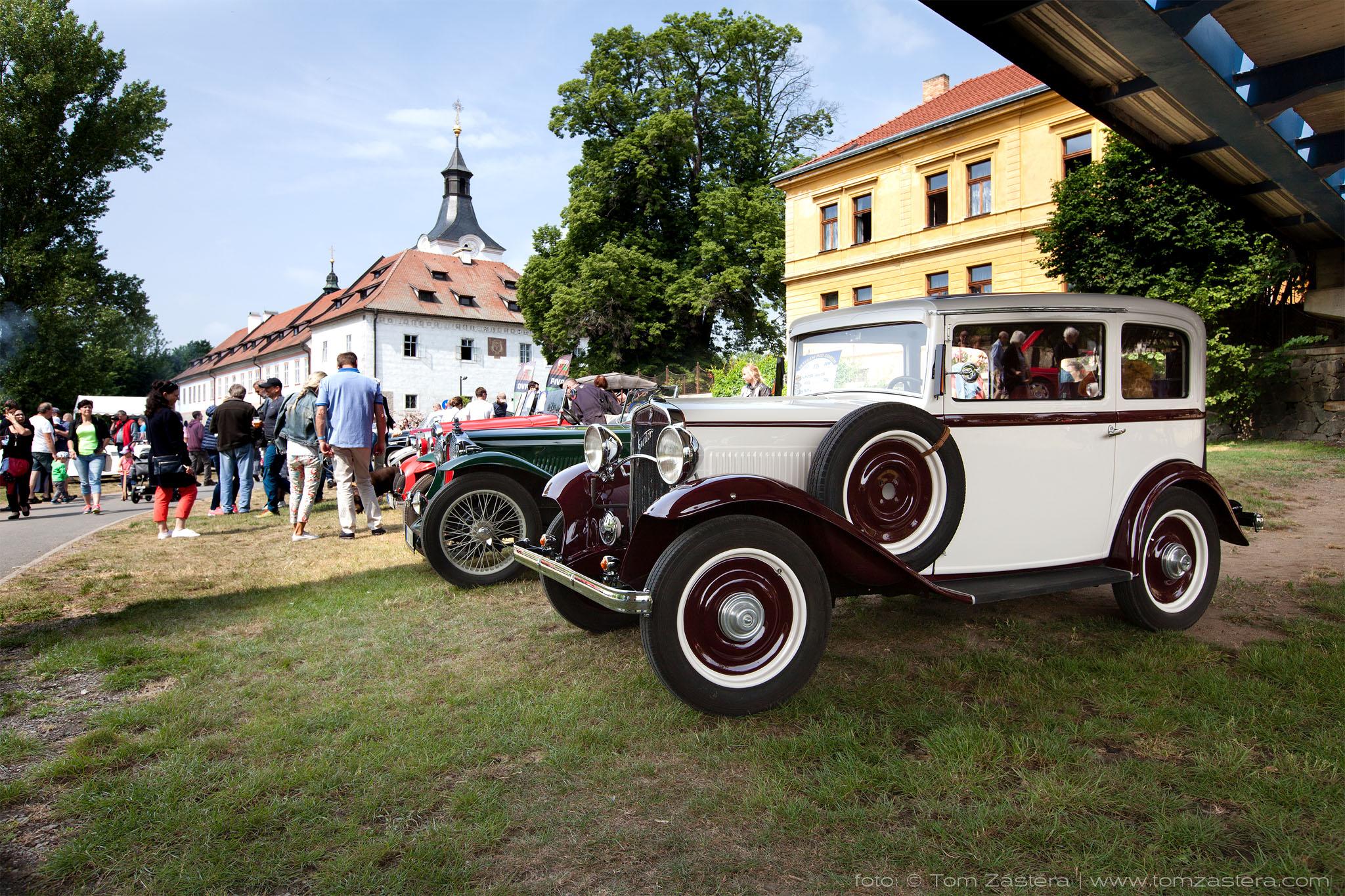 Veteráni pod zámkem Dobřichovice 2018